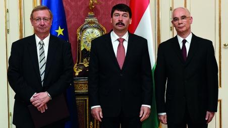 Staatspräsident János Áder ernennt Dietmar Meyer zum Rektor