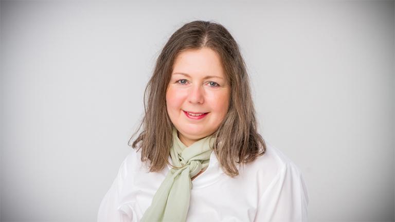 dr. Emília  VARGA