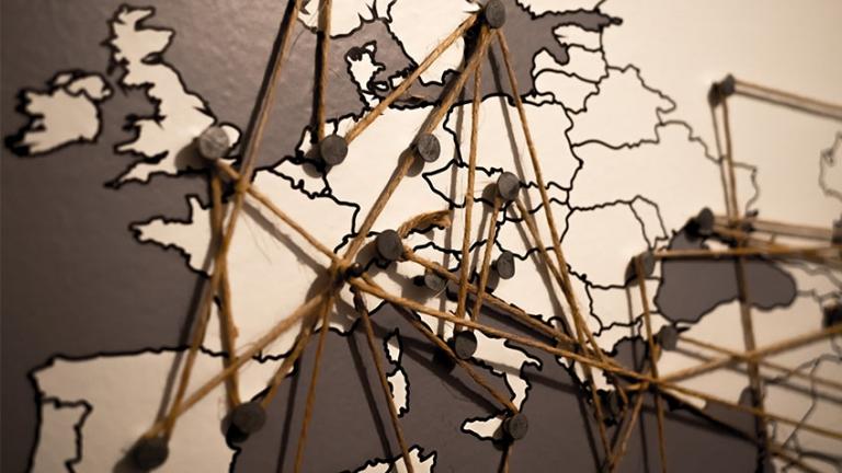 Die Rolle der transnationalen Netzwerke in der Institutionalisierung und Verbreitung internationalen Ideen